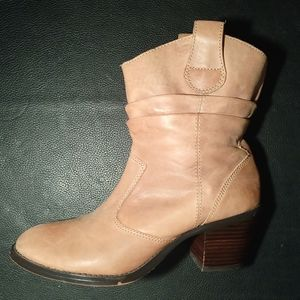 Arturo Chiang Camel Leather Short Boot